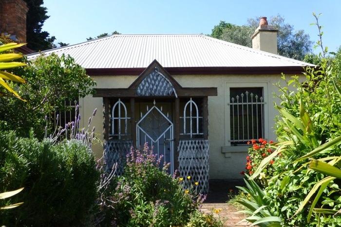 blacksmiths-cottage-exterior