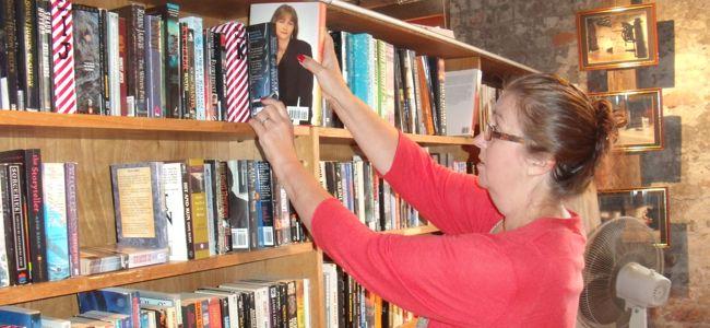 bookbarn-inside-shelves